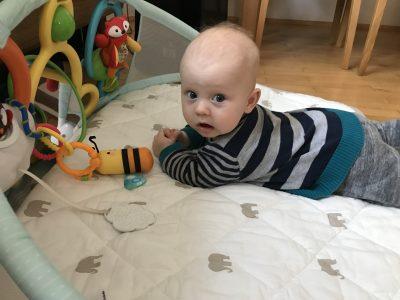 Jak zachęcić maluszka do leżenia na brzuszku ?